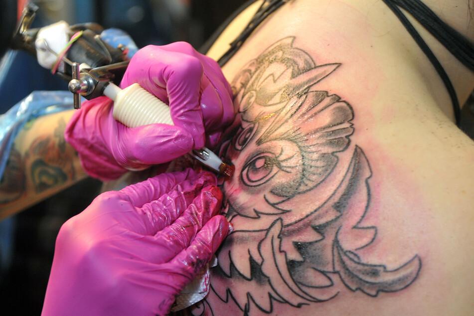 Die Tattoo- und Piercingstudios bleiben erst einmal geschlossen.