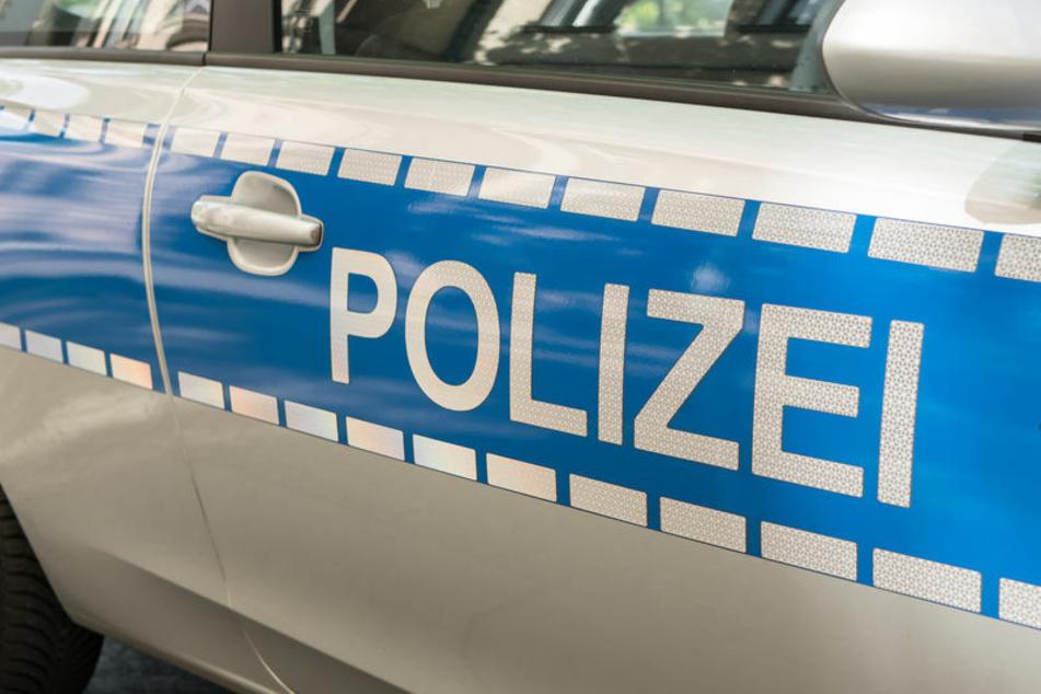 Die Polizei ermittelt gegen eine Opel-Fahrerin, die in Solingen offenbar unter Alkoholeinfluss einen Unfall gebaut hat. (Symbolbild)