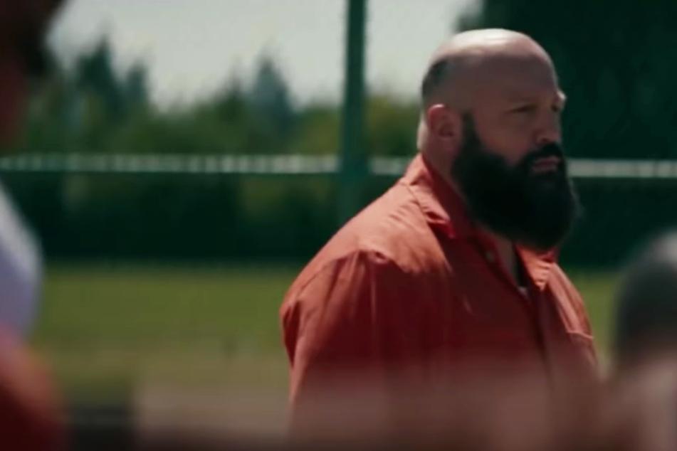 """Kevin James als brutaler Neonazi! """"King of Queens""""-Star wie verwandelt im Trailer zu """"Becky"""""""