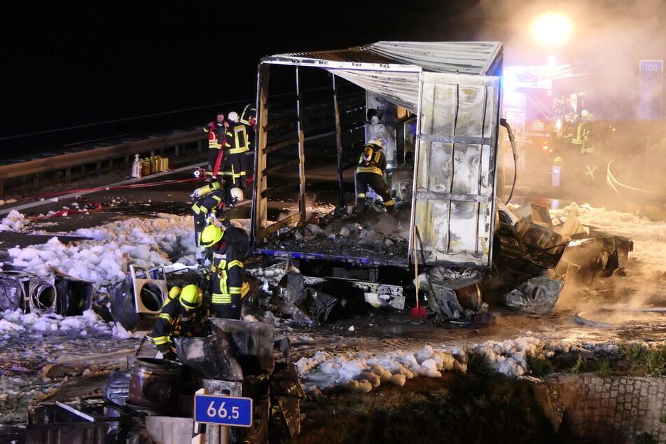 Anhänger mit Waschmaschinen geht in Flammen auf: Vollsperrung auf der A14