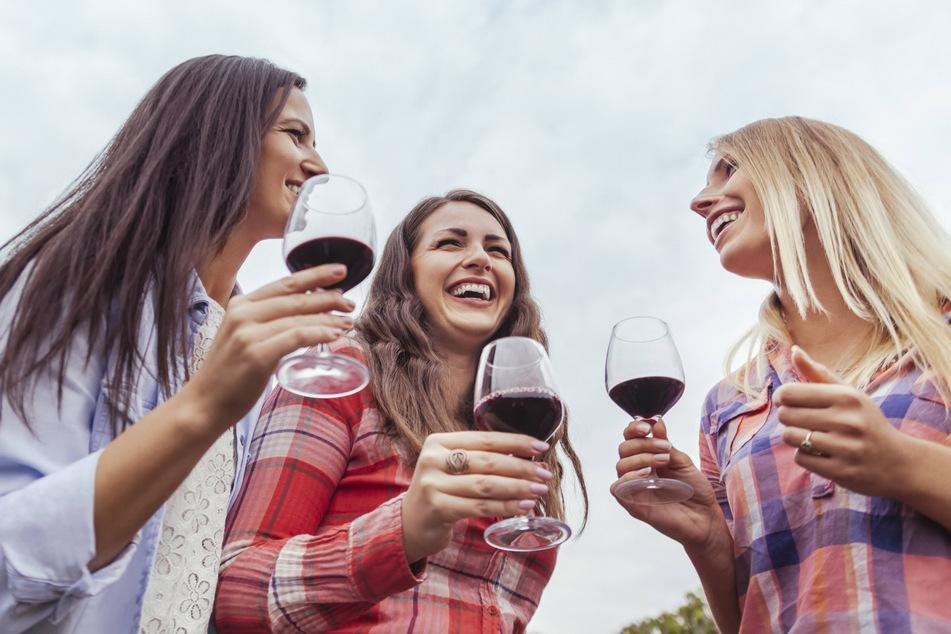 Weinfreunde sind hier goldrichtig. (Symbolbild)