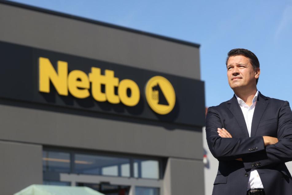 Ingo Panknin, Geschäftsführer der Handelskette Netto ApS & Co. KG, steht vor einer Netto-Filiale. Das Unternehmen konnte während der Corona-Krise ein wirtschaftliches Wachstum verzeichnen.