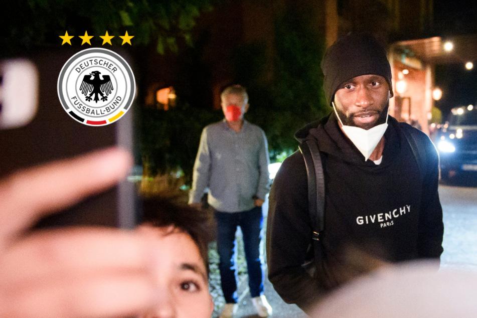 Fenster abgeklebt: DFB-Anreise sorgt für Unmut bei den Fans