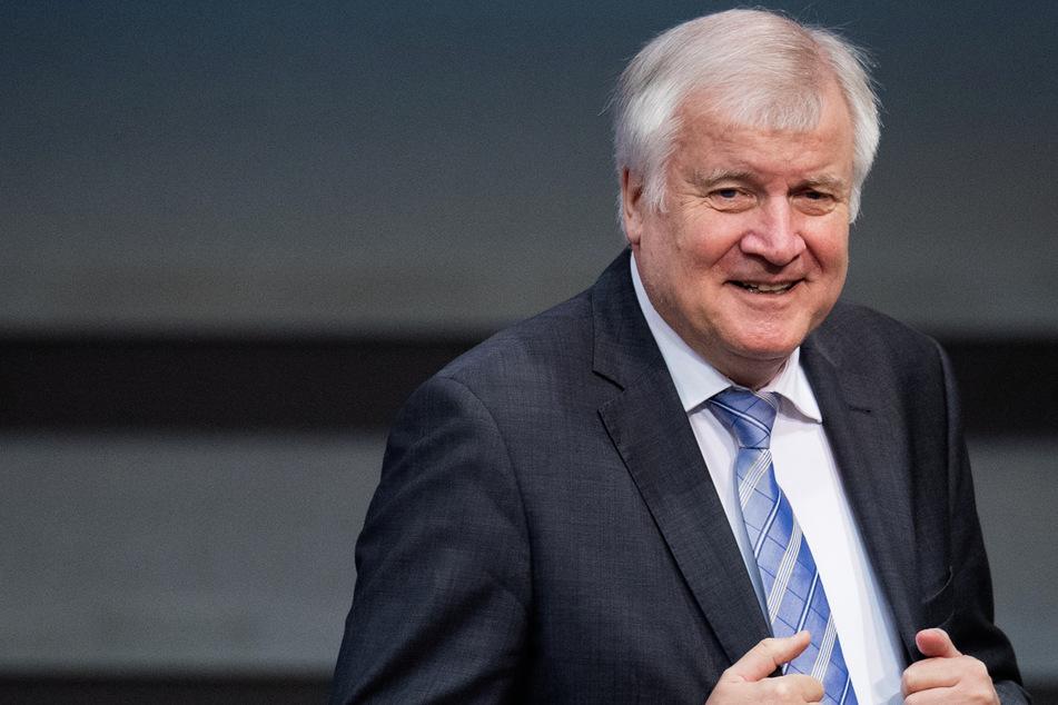 Bundesinnenminister Horst Seehofer (72, CSU) hat Kontrollen der der Corona-Testpflichten für Reiserückkehrer aus dem Ausland angekündigt.