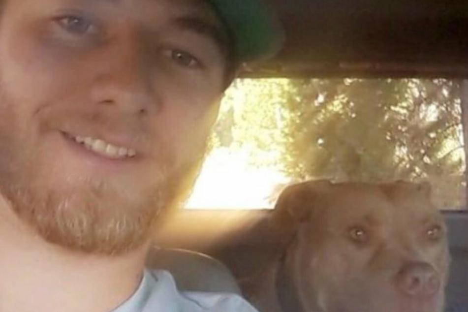 Für Kaleb ist Buddy sein Ein und Alles. Das sieht man: Der Hund begleitet ihn überallhin mit.