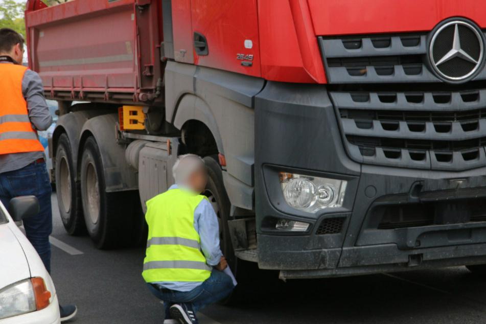 Tödlicher Unfall: Lkw-Fahrer erfasst Fußgängerin und merkt es nicht
