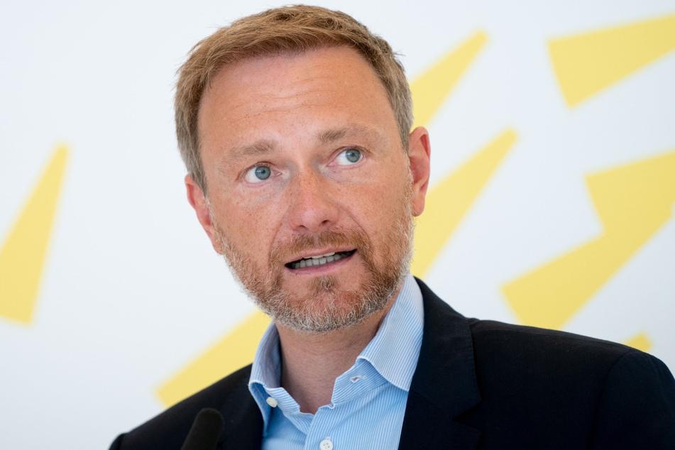 Parteichef Christian Lindner (41) steht in Stuttgart auf der Bühne. Die Anhänger nehmen digital teil.