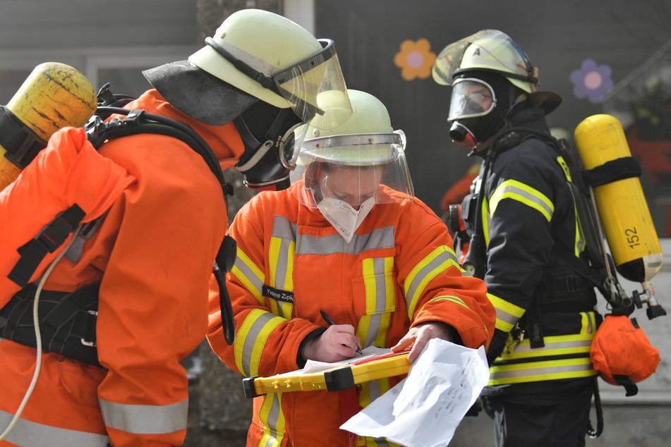 100 Einsatzkräfte der Feuerwehr bekämpften den Brand im Altenheim. Zunächst ging man davon aus, die gesamte Einrichtung räumen zu müssen. (Symbolfoto)