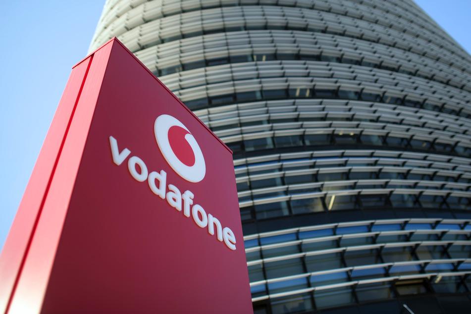 Vodafone möchte Betroffenen helfen und seine Netze öffnen. Dafür bräuchte der Anbieter allerdings Hilfe anderer Betreiber.