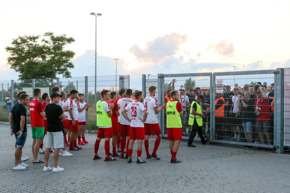 In den vergangenen Wochen und Monaten mussten die Fans vor dem Stadion bleiben. Beim Aktionstag am 28. August dürfen die FSV-Anhänger wieder Stadionluft schnuppern.