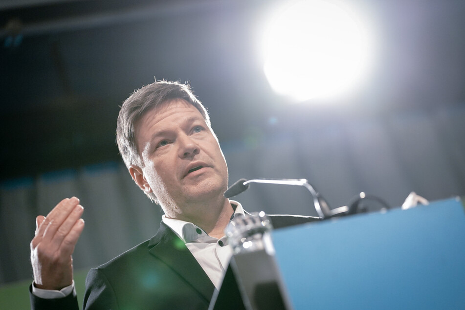 Robert Habeck (51), Bundesvorsitzender von Bündnis 90/Die Grünen, gibt nach der Gremiumssitzung seiner Partei in der Heinrich-Böll-Stiftung eine Pressekonferenz.