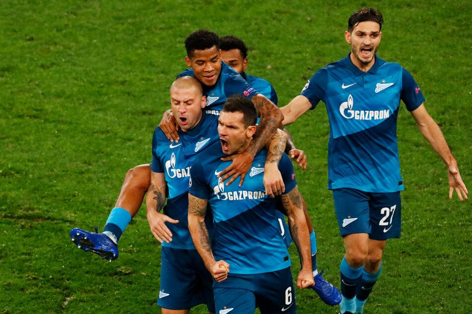 Zenit St. Petersburg ist dank eines überragenden 6:1-Siegs gegen den Zweiten Lokomotive Moskau zum dritten Mal in Folge russischer Meister.