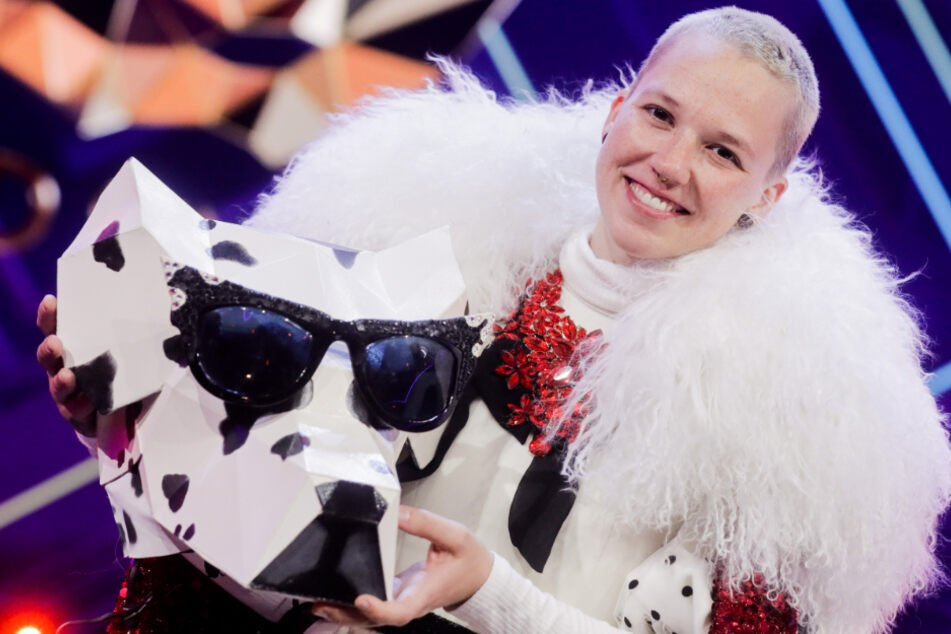 Hinter dem Dalmatiner-Kostüm versteckte sich Sängerin Stefanie Heinzmann.
