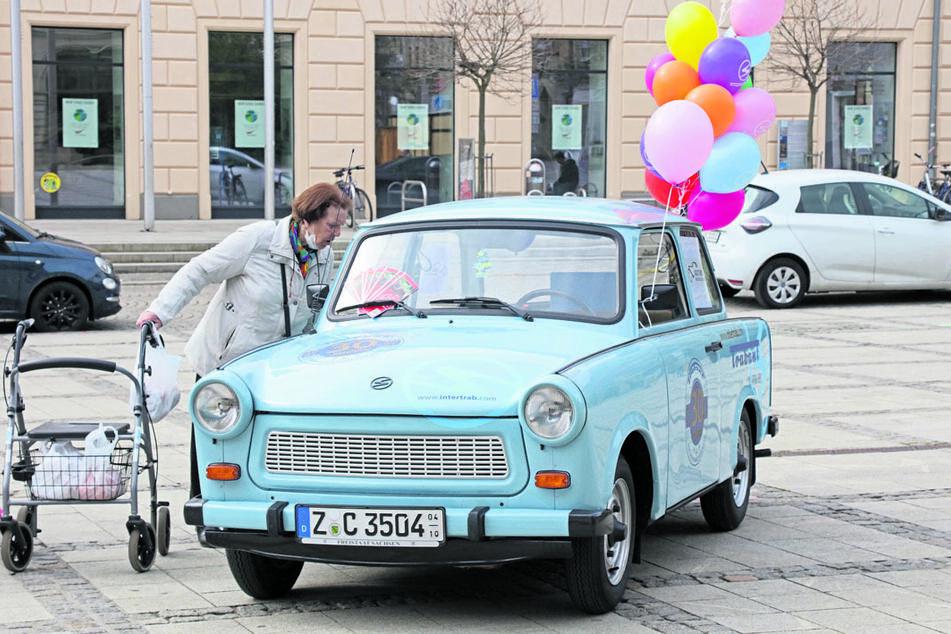 """Bei manchen wurden Erinnerungen an die alte """"Familienkutsche"""" wach. Für Liebhaberstücke werden heute bis zu 10.000 Euro gezahlt, für die Cabrio-Trabis Kübel oder Tramp sogar bis zu 14.000 Euro."""