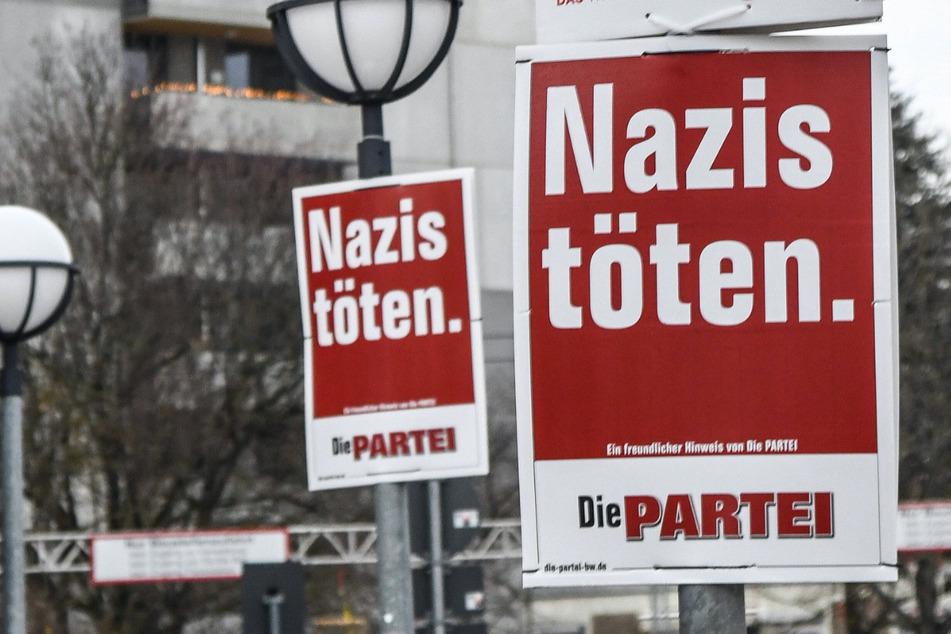 """Nicht nur in Plauen hängen die Plakate mit der Aufschrift """"Nazis töten."""" - so wie hier in Baden-Württemberg."""
