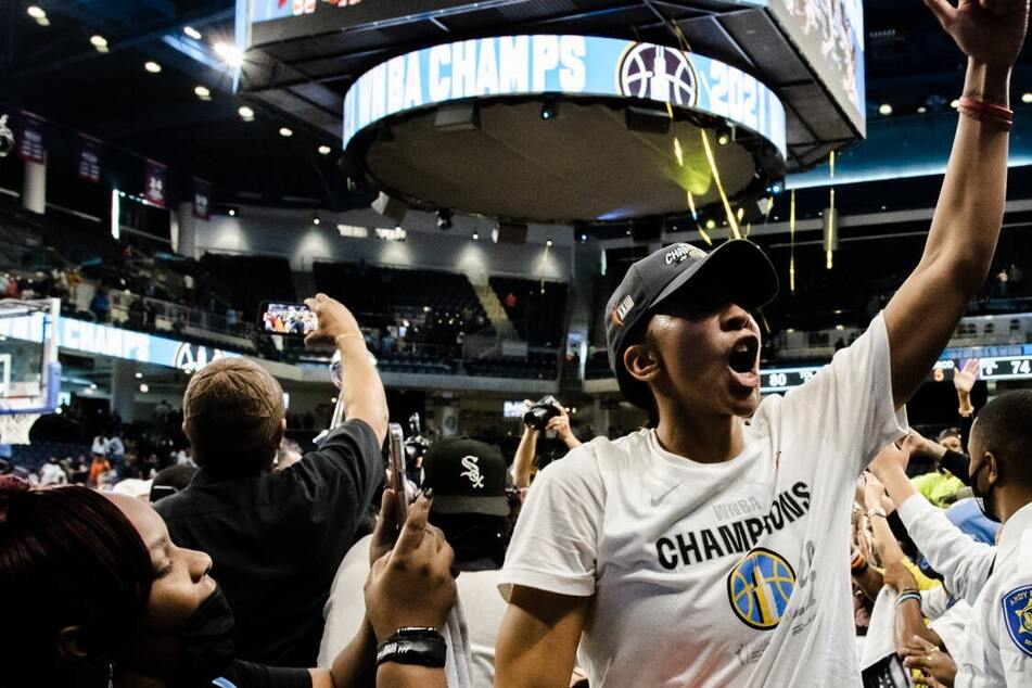 WNBA Finals: Chicago goes Sky-high over Phoenix to win franchise's first ever crown!