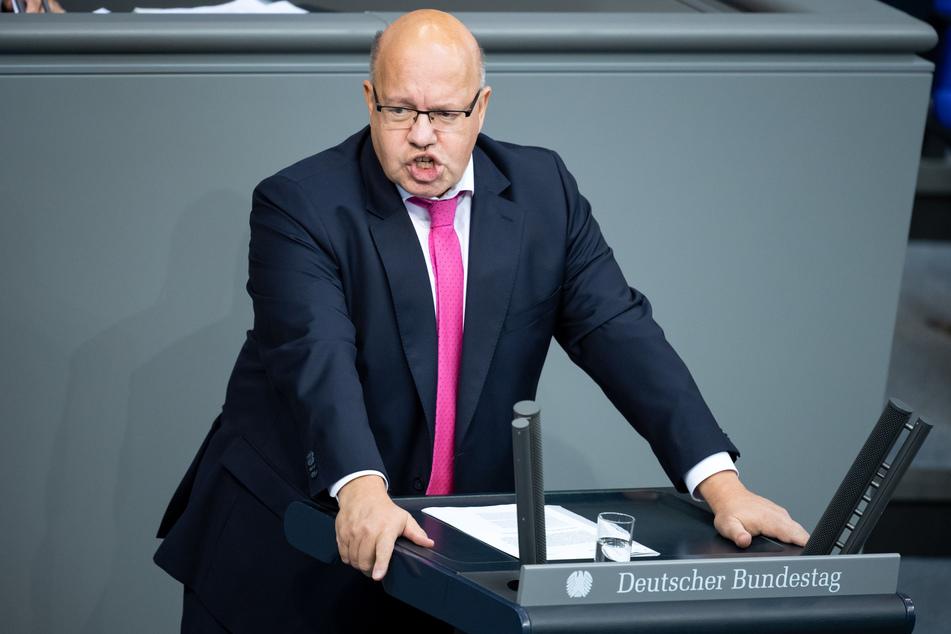 Peter Altmaier (CDU), Bundesminister für Wirtschaft und Energie, spricht in der Plenarsitzung im Deutschen Bundestag.
