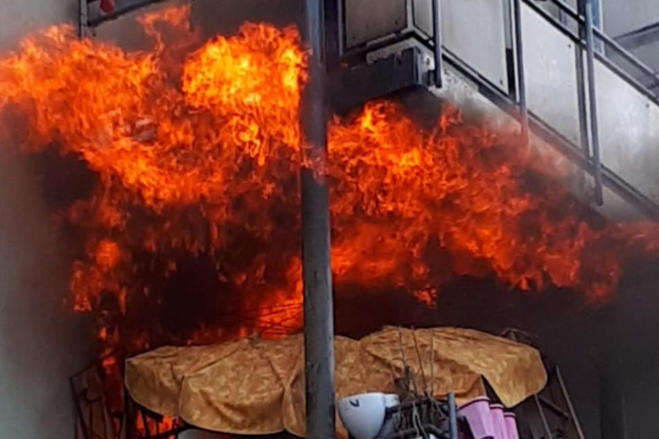 Stuttgart: Wohnung in Hochhaus steht in Flammen