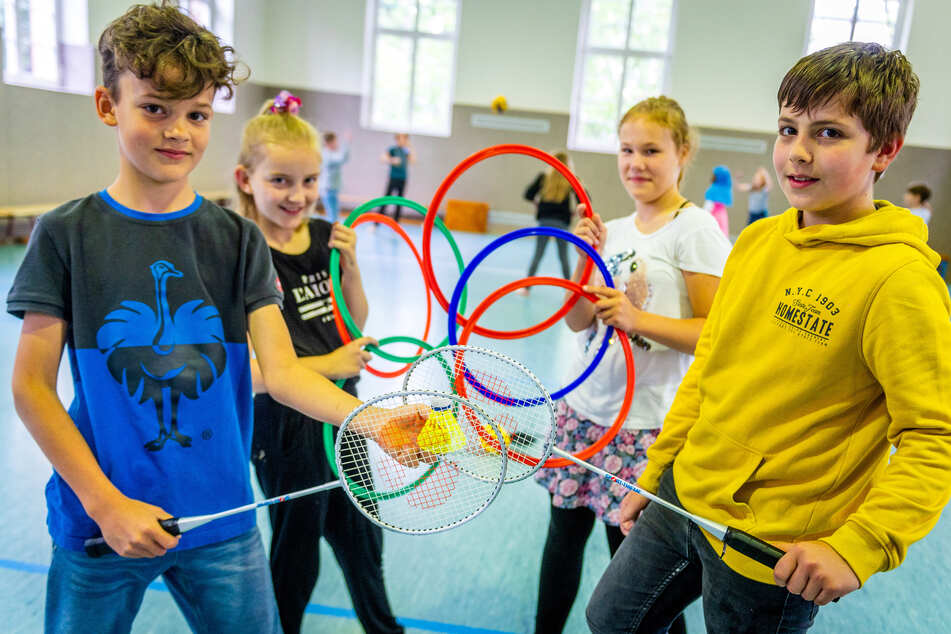 Louis (v.l.), Lina, Johanna und Ben von der Grundschule Ebersdorf sporteln regelmäßig mit dem Streetsport-Team.