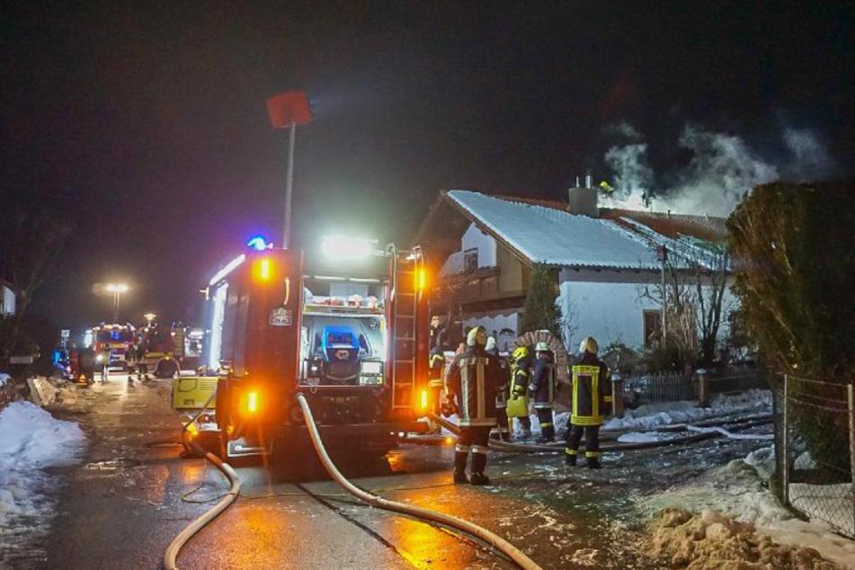 Brand in Niederbayern: Bewohner verletzt sich bei Kampf gegen Flammen, hoher Sachschaden