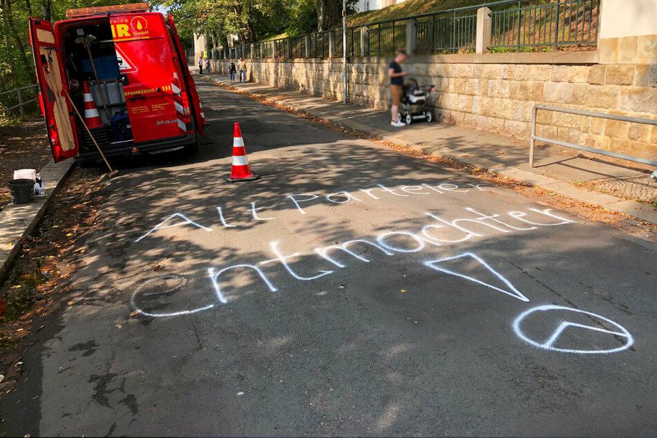 """""""AltParteien entmachten"""" ist auf der Guerickestraße zu lesen."""