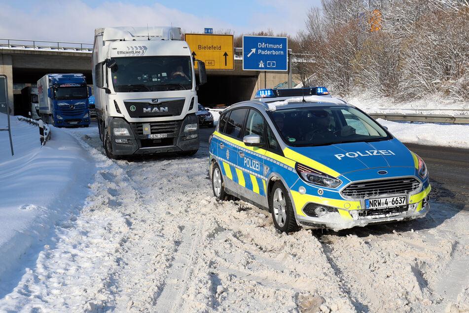 Angespannte Lage auf der A2: Schnee-Chaos sorgt für Hunderte Unfälle in NRW