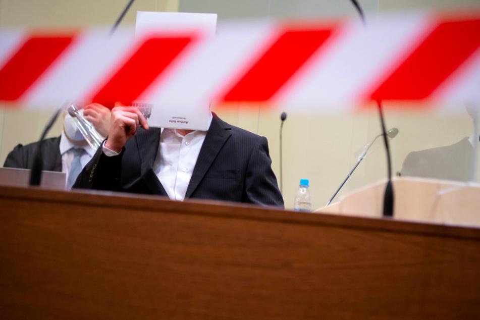 Nach den Anschlägen auf türkische Läden in Waldkraiburg vor knapp einem Jahr beginnt der Prozess gegen den mutmaßlichen Täter in München.