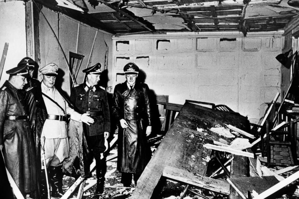 Adolf Hitler (†56) überlebte das Bombenattentat im Juli 1944.