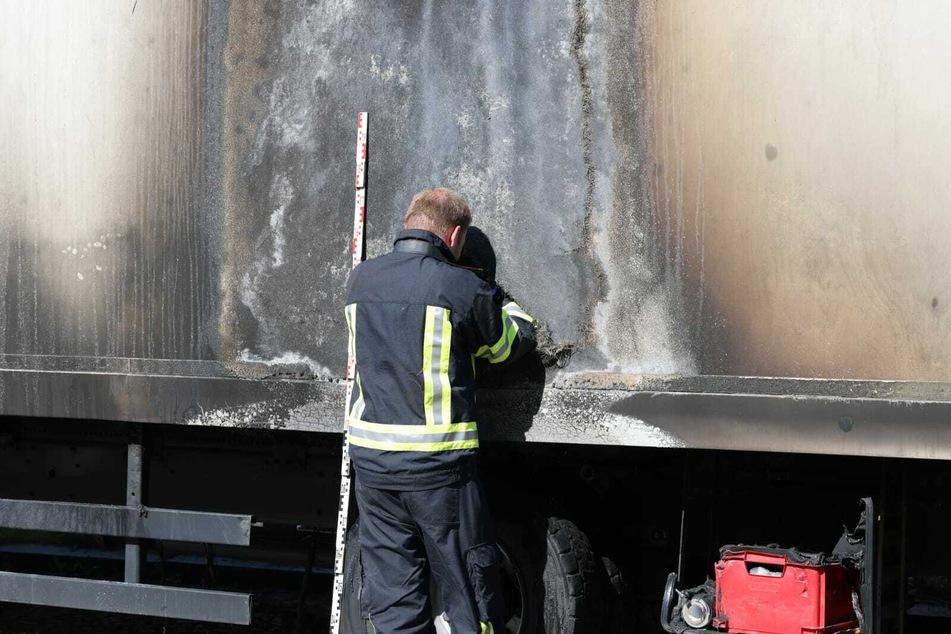 Brandursachenermittler waren am Donnerstagmorgen im Einsatz, um die Brand-Fahrzeuge zu untersuchen.