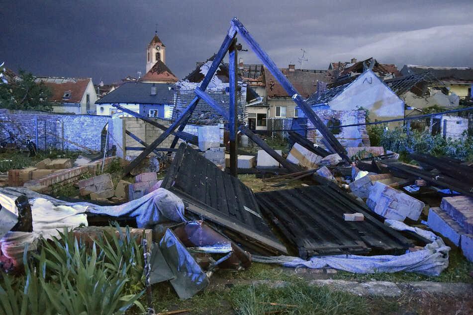In Moravská Nová Ves wurden durch den Tornado zahlreiche Häuser beschädigt.