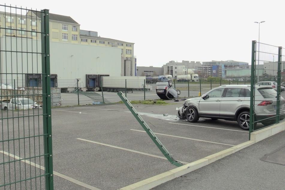 Zuvor hatte der Smart-Fahrer einen Zaun durchbrochen und ein anderes Auto gerammt.