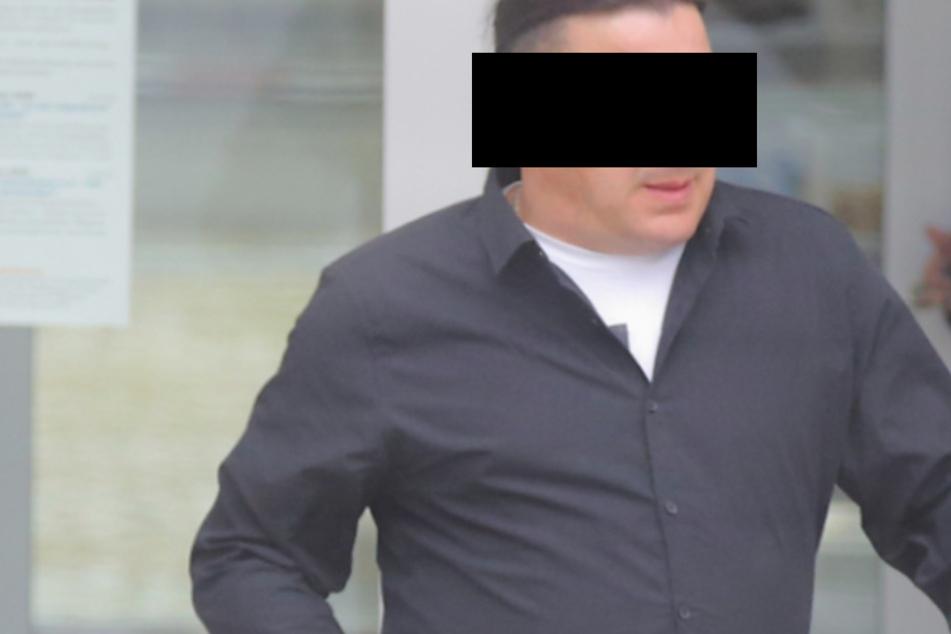 Hausmeister Lutz K. (47) verursachte vergangenes Jahr einen Großbrand in Pirna.