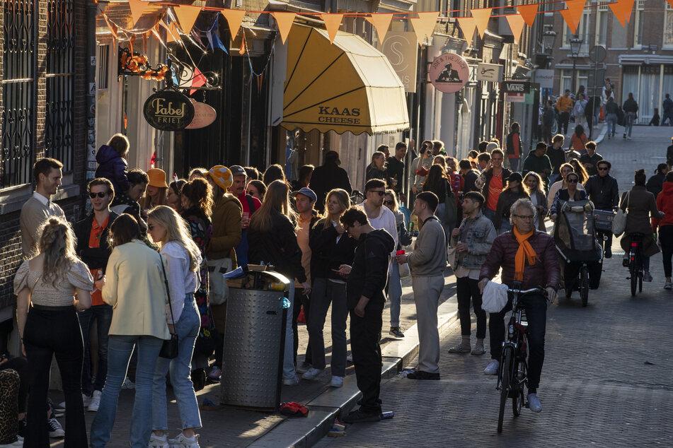 Bereits am 27. April, dem Geburtstags des Königs, versammelten sich die Niederländer auf den Straßen. (Symbolfoto)