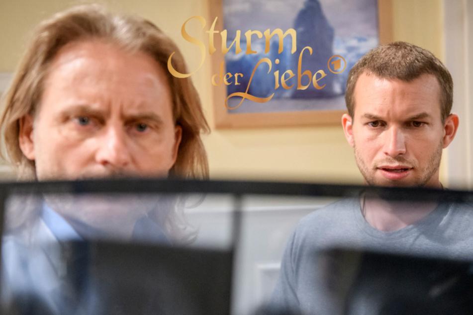 Sturm der Liebe: Tim (r.) ist schockiert von den Röntgen-Aufnahmen.