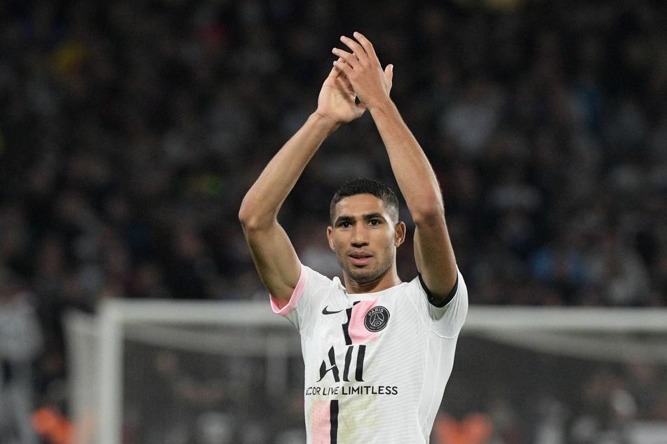 Achraf Hakimi (22) hat sich direkt bei PSG eingelebt: Hier bejubelt er einen seiner beiden Treffer gegen den FC Metz. Insgesamt erzielte er schon drei Tore (2 Vorlagen).
