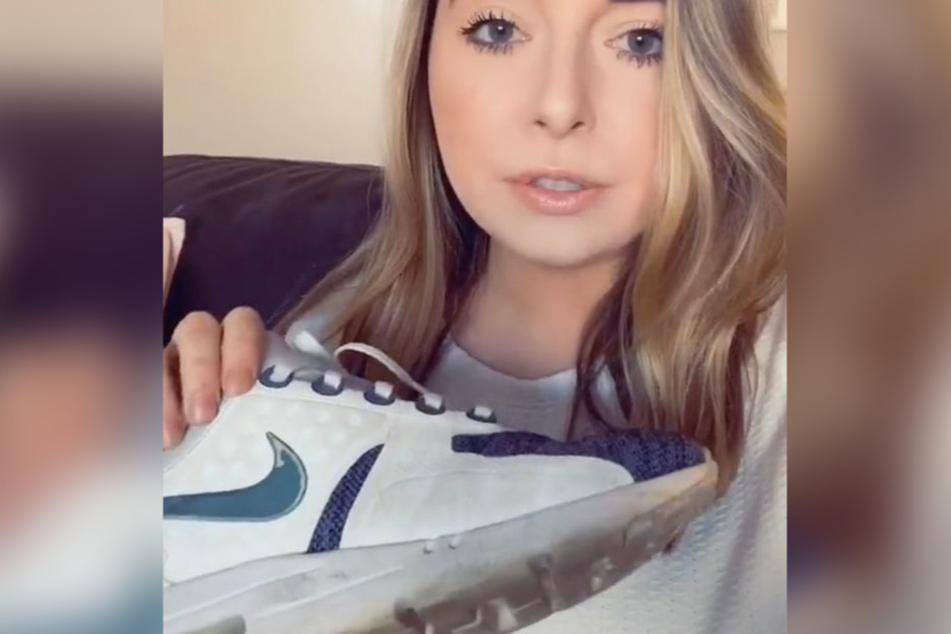 Laut der früheren Nike-Mitarbeiterin Hayley Darcangelis reichen schon normale Gebrauchsspuren wie ein abgenutztes Logo aus, um den Schuh zurückzugeben..