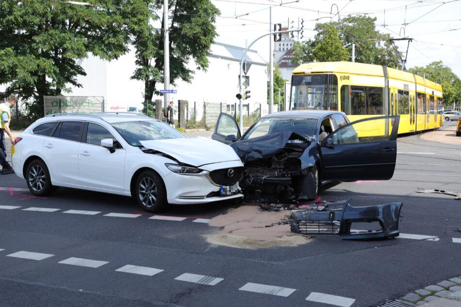 Die Straßenbahn musste nach dem Crash umgeleitet werden.
