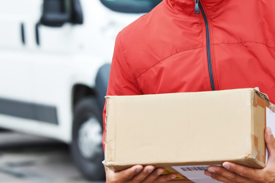 Der angeklagte Kurierfahrer soll mindestens 100 Pakete geöffnet und die darin enthaltenen Waren gestohlen haben (Symbolbild).