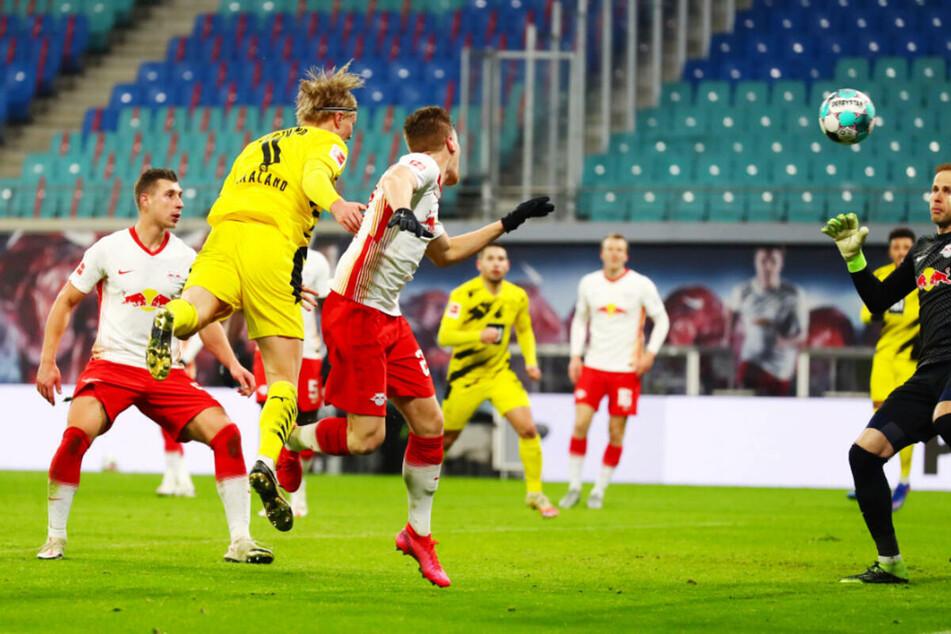 Erling Haaland (2.v.l.) erzielte die Tore zum 2:0 und 3:0 für den BVB.