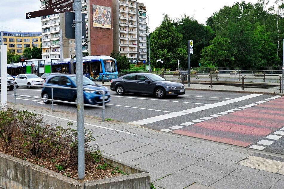 An der Haltestelle Falkeplatz wurde eine Seniorin von einem Unbekannten geschubst. (Archivfoto)