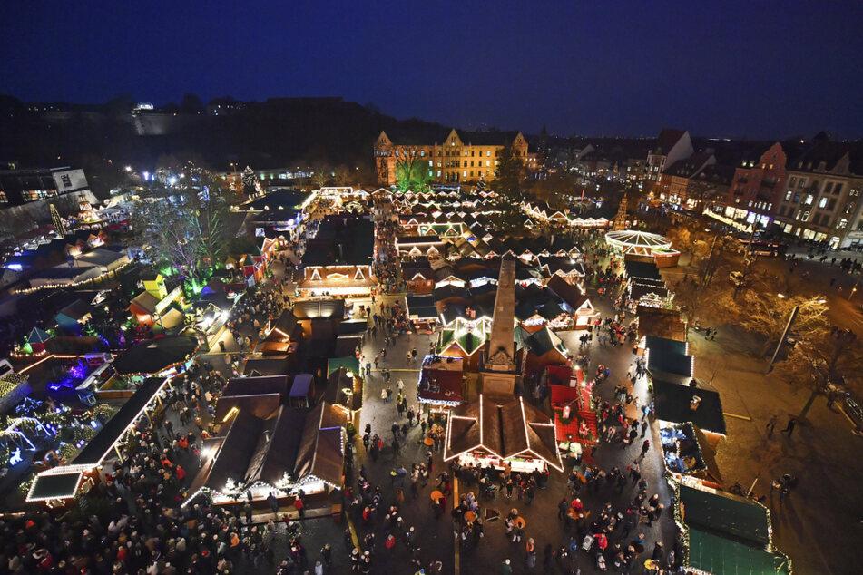 Der Erfurter Weihnachtsmarkt soll 2021 wieder erstrahlen und viele Besucher in die Thüringer Landeshauptstadt locken. (Archivbild)