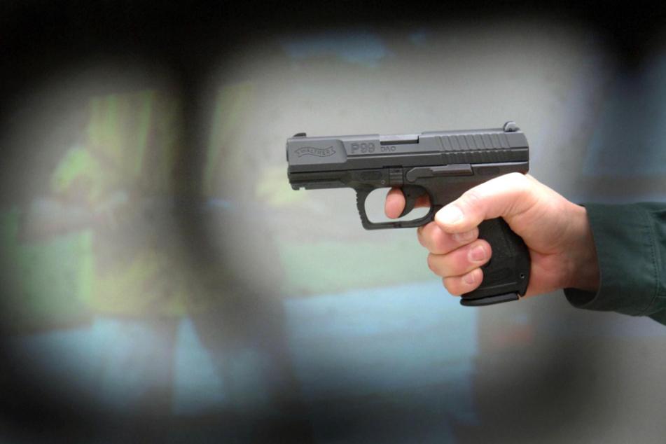 Mann läuft mit Messer durch Klinikum Erlangen: Polizei gibt Warnschuss ab