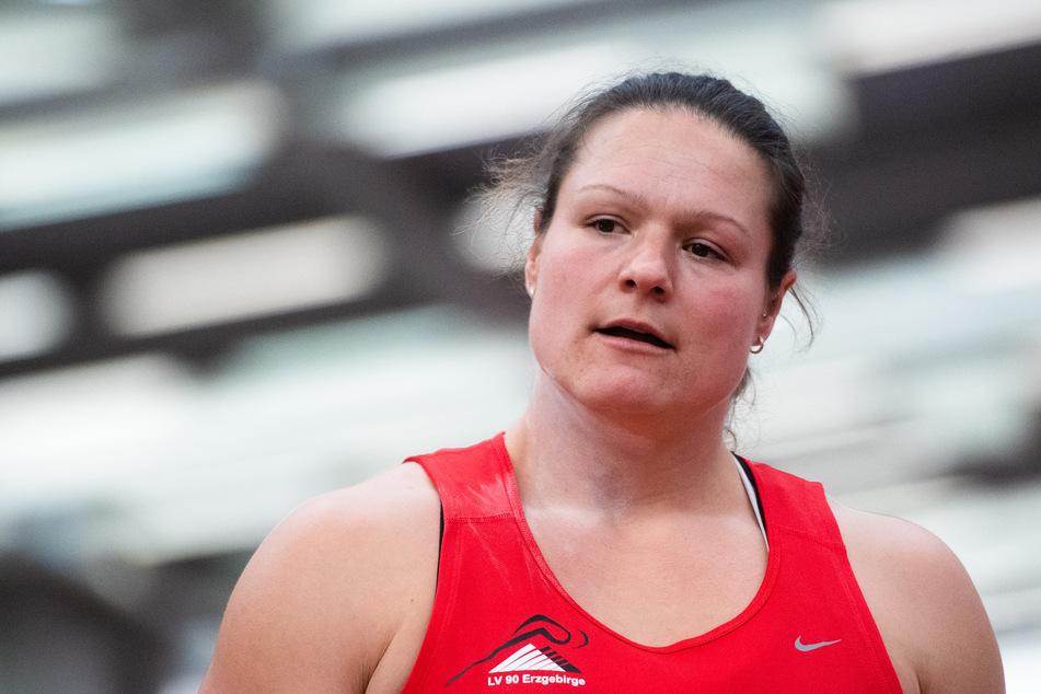 Auf dem Weg zu den Olympischen Spielen in Tokio hatte Kugelstoßerin Christina Schwanitz (35) bisher wenig zu lachen.