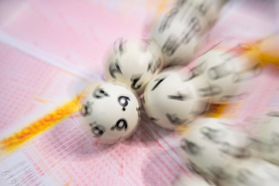 Ein Lottospieler aus Sachsen-Anhalt darf sich über einen großen Lottogewinn freuen. (Symbolbild)
