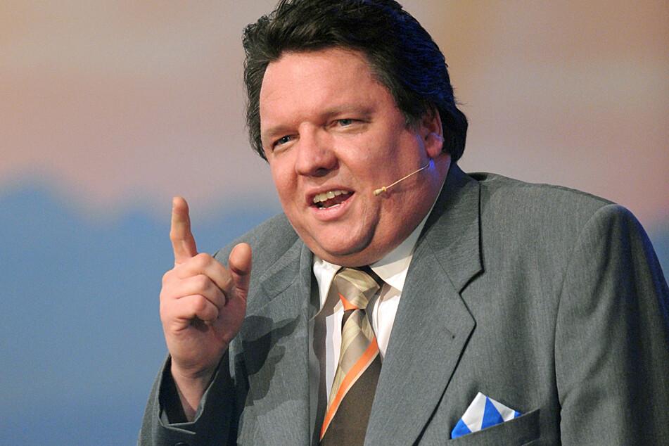 Der als Double von Franz Josef Strauß bekannt gewordene Kabarettist Helmut Schleich (53) klagt gegen die FFP2-Maskenpflicht in Bayern.