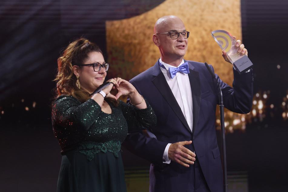"""Steffen Lukas (51) und Claudia Switala haben für die """"Steffen-Lukas-Show"""" den Deutschen Radiopreis 2021 in der Kategorie """"beste Morgensendung"""" gewonnen."""