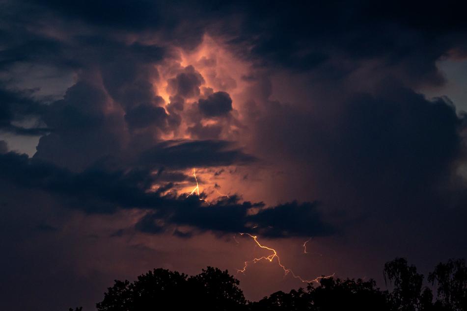 Vielerorts werden wieder Gewitter erwartet. (Symbolbild)