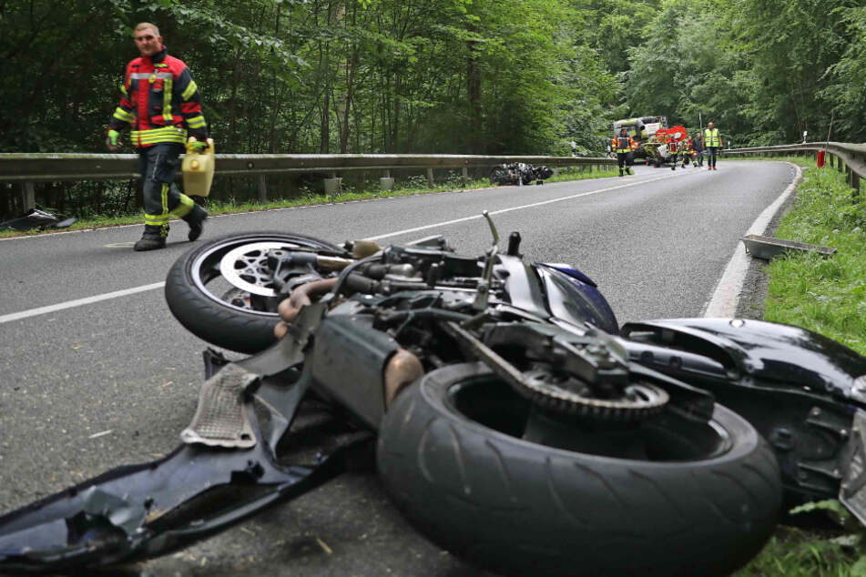 Einer der Biker kam mit schweren Verletzungen ins Krankenhaus.
