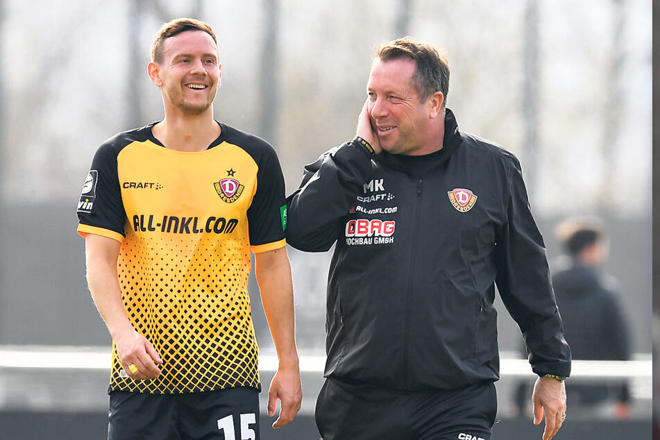 Da freuen sich zwei über das gelungene Comeback: Chris Löwe (31, l.) und Trainer Markus Kauczinski (51).