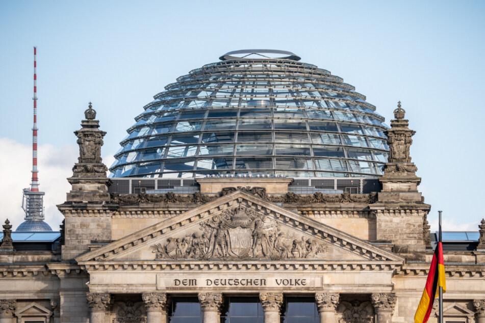 Menschenleer ist die Kuppel auf dem Reichstagsgebäude, Sitz des Deutschen Bundestags, nachdem sie für Besucher bis auf weiteres geschlossen wurde.